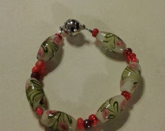 A lovely bracelet white beads with flowers
