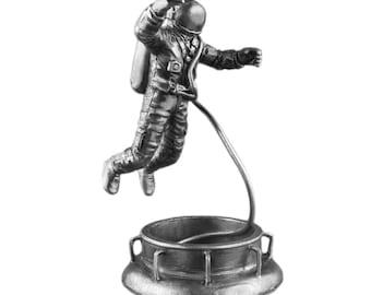 Astronaut collectible statue sculpture 1/32 statue  historical miniature Spaceman Leonov tin metal action figures 54mm pewter home decor