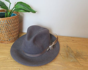 Country Gentleman, London Gray 100% Wool Fedora with Feather, Size Small