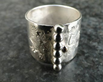 Big size Silver Polka dot Ring size 18.5. Free shipping within the Netherlands.