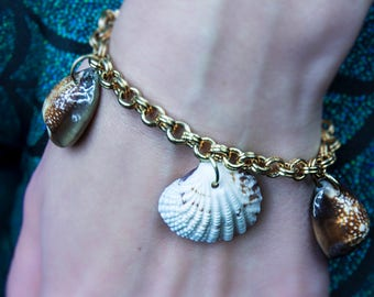 Bracelet with shells charms