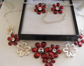 Lovely Necklace & Earring Set