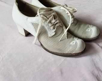 Vintage 1930's Lace Up White Summer Shoes Size 8 1/2 N