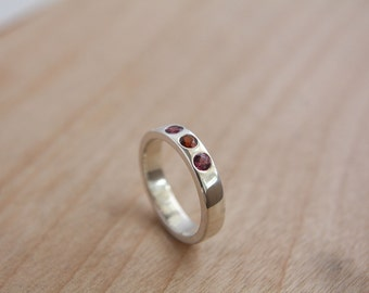 Sterling silver ring with red and purple pink Garnet / sterling silver / ring / garnet / anniversary / simple / quality