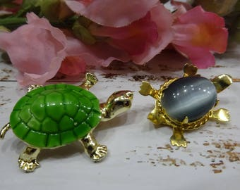Lot of two items/set of two turtles pin/green turtle pin/cat's eye turtle pin/Turtle pins/Broches