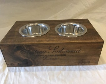 Vintage cat feeding station (double)