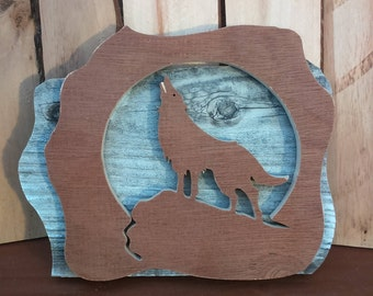 Wood Howling Wolf in the Moonlight - Sculpture - wall decor