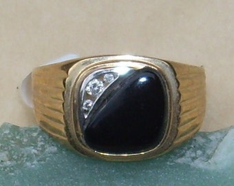 Vintage Gold ring with Onyx and 3 diamonds