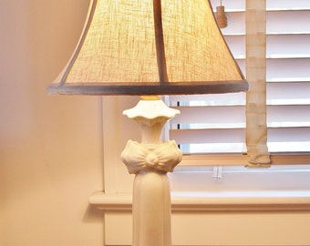 Vintage White Bow Lamp