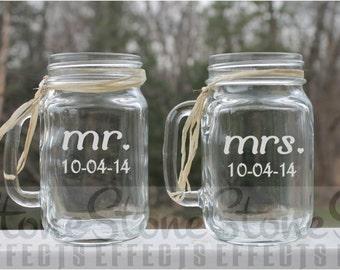 Mr and Mrs Mason Jar,  Etched Mason Jar, Personalized Mason Jars, etched mason jar, wedding jar,  Mr and Mrs,  Engraved Mason Jar, Set of 2