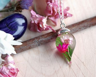 Pendant drop of resin, pink flowers and bamboo leaves