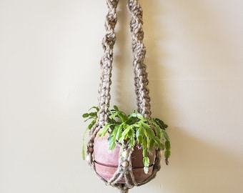 Single Macrame Plant Hanger- Spiral