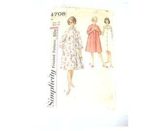 Sewing Pattern High Neck Robe Dressing Gown 1960s Size Small