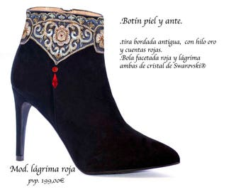 Suede boots with lace Appliques and Swarovski ®
