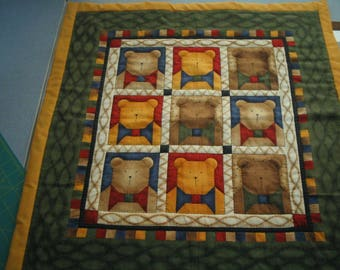 Bears wall hanging, quilt.