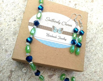 Bracelet and earrings set. Oval Jade, blue iridescent beads and tiny crystals.