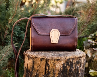 Handmade woman bag from leather and wood