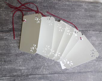 Set no. 2 of 6 gift tags are lined.