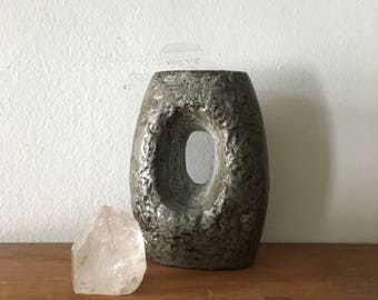 small modernist abstract bud vase. vintage modernist vase. mid century modern planter. minimalist interior design vase.