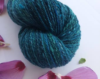 Hand spun yarn from a wide variety of materials 94 g