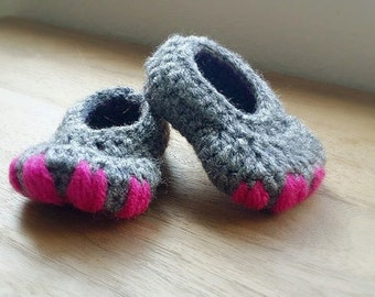 Crochet Baby Booties, Newborn Girl Shoes, Infant Shoes, Crib shoes, Monster Feet, Baby Shower Gift, Dinosaur Slippers, ,  Photo Prop