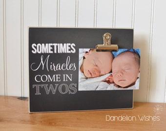Jumeaux révèle! Parfois les Miracles viennent dans deux casseroles: Photo 8 x 10 Clip image; Faire-part de bébé; Jumeaux faire-part, cadeau de naissance, cadeau de naissance