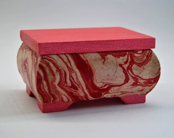 Box made of wood, marble - red pattern