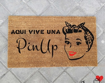 """Doormat """"Here lives a PinUp"""""""