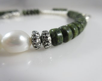 Green Serpentine and Cream Pearl Necklace