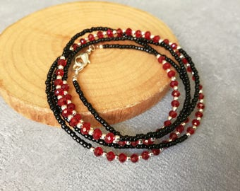 Necklace and bracelet ethnic MULTISTRAND, red faceted glass beads, black seed beads