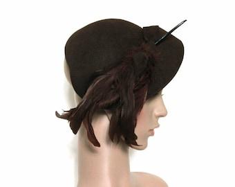 Vintage 1940s Hat - Brown Wool Skull Cap Nice Big Side Feather Ornamentation with Faux Hat Pin Designer Frank R. Jelleffs 40s Half Hat
