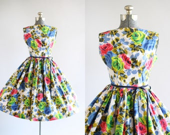 Vintage 1950s Dress / 50s Cotton Dress / Blue Red and Green Rose Print Dress XS/S