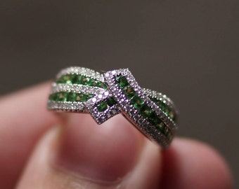 14K White Gold Tsavorite and Round Diamond Fashion Ring