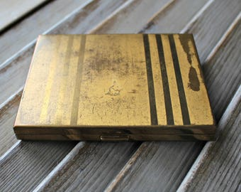 Vintage. Gold compact.
