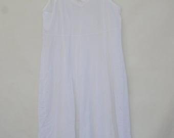 Vintage 70s White Lace Trim Slip/Night Gown/Lingerie