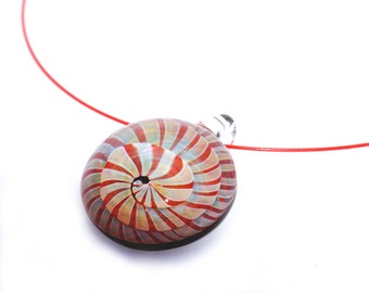 Pendentif spirale rouge
