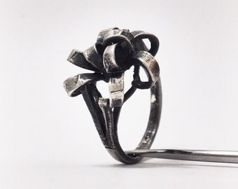 Vintage Inspired Ribbon Bow Present Gift Ring - Round variation - statement Ring - Sterling Silver