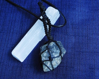Agate Knot Tied Necklace