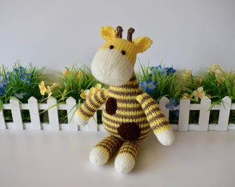 Harry Giraffe toy knitting patterns
