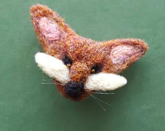 Woodland fox, needle felted fox pin, felt brooch, woodland pin, fox lover gift, animal badge