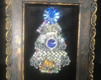 Quaint Framed Jewelry Small Christmas Tree