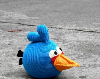 Pattern Blue Angry Bird amigurumi. By Caloca Crochet.