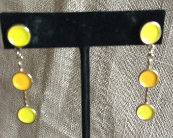 Mid Century modern style pierced drop earrings. Fun two tone yellow and orange enamel circles with gold tone finish.