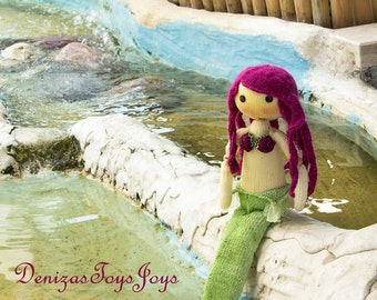 Mermaid Doll. - pdf knitting pattern. Knitted in the round. Bead jointed doll.