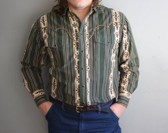 XL Vintage Green and Beige Mens Southwestern Wrangler Snap Front Cowboy Shirt.