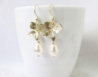flower pearl earrings, bridesmaid earrings, pearl jewelry, dangle earrings, drop earrings, bridesmaids gift, bridesmaid proposal gift