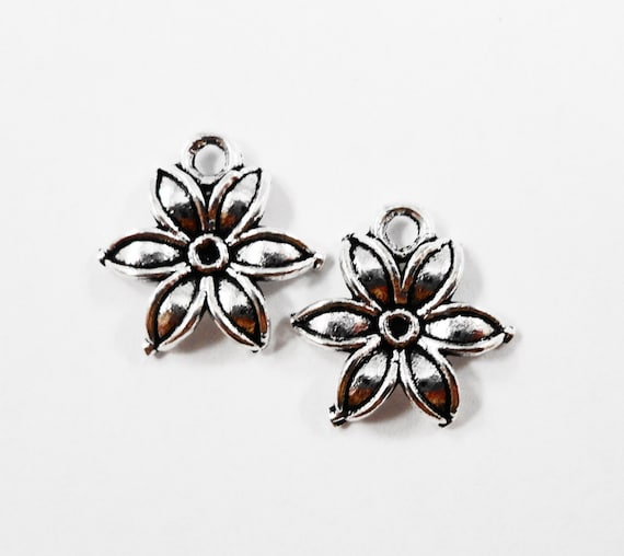 Silver Daylily Charms 13x13mm Antique Silver Lily Charms, Small Silver Flower Charms, Daylily Pendants, Metal Charms, Craft Supplies, 10pcs
