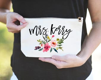 Wedding Day Makeup Bag, Bride Day of Makeup Bag, Bride Makeup Bag, Mrs Cosmetic Bag, Personalized Mrs Makeup Bag, Bride Emergency Kit, Mrs