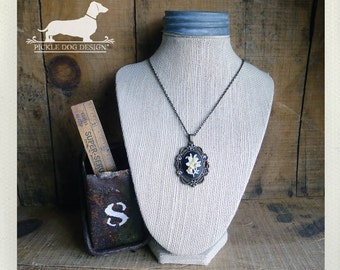 Classic Cameo. Necklace -- (Flower, Romantic, Victorian, Elegant, Feminine, Rustic, Vintage-Style, Woodland, Black, Autumn, Bridesmaid Gift)