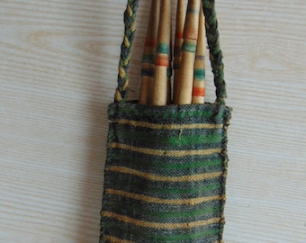 Set of 6 vintage spindle and a hand-woven bag , Antique wooden spindles, Vintage Wool Wood Spindles, Wool Spinning, Cottage chic, Farmhouse